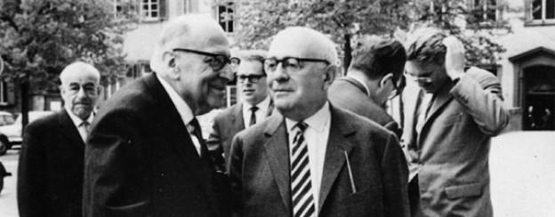 Max Horkheimer (vorne links) und Theodor Adorno (vorne rechts) im Jahr 1965 in Heidelberg.
