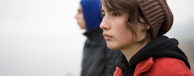 Zwei verloren wirkende junge Seelen unterwegs in ihrer bulgarischen Heimat.