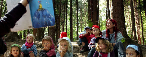 Unterricht im Waldkindergarten.