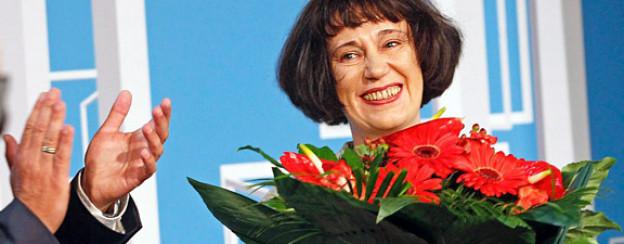 Blumen für ein «luftiges Porträt»: Preisträgerin Olga Martynova.
