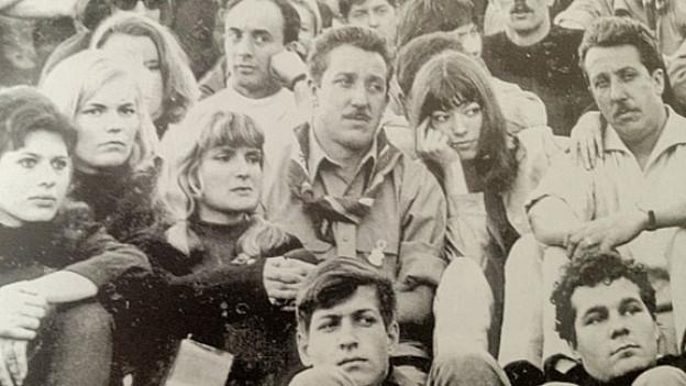 Auch Sängerin Katja Epstein (rechts, zwischen den Liedermachern Hein und Oss Kröher) gehörte zu den Zuschauern auf der Waldeck in den 1960ern.