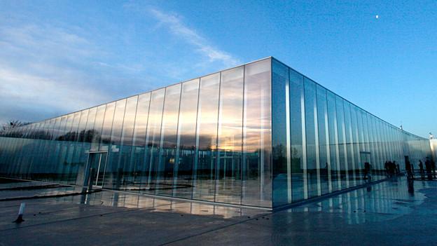 Der Bau des japanischen Architektenduos SANAA lockt auch viele Architekturinteressiere in den Louvre-Ableger in Lens.