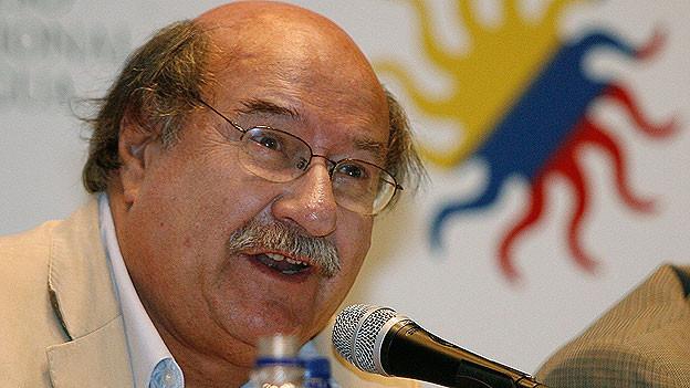 Antonio Skarmeta bei einer Podiumsdiskussion