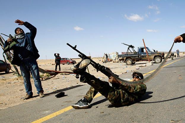7. März 2011: Die Aufständischen haben sich in Armee-Kasernen Waffen besorgt. Darunter sind Panzerfäuste, Pistolen und Maschinengewehre.