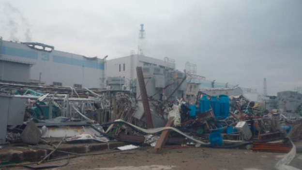 April 2011: In der Atomruine in Fukushima wird weiter verseuchtes Wasser abgepumpt.