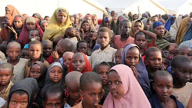 Hungernde Kinder in einem Flüchtlingslager in Somalia.