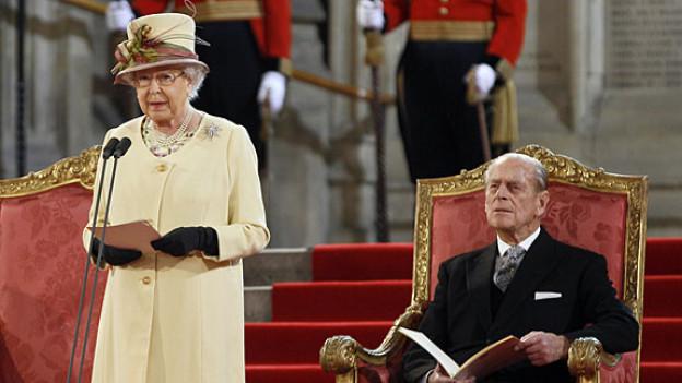 Queen Elizabeth II. mit ihrem Ehemann Prinz Philip, dem Herzog von Edinburgh.