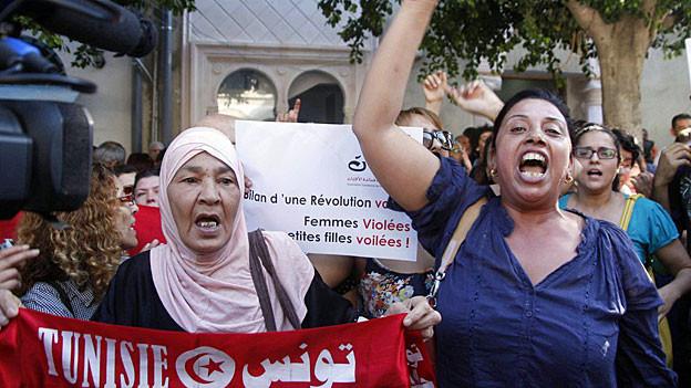 Frauen demonstrieren am 2. Oktober 2012 in Tunis für ihre Rechte.