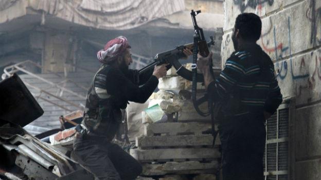 Unter den syrischen Aufständischen gewinnen militante Kämpfer an Einfluss.