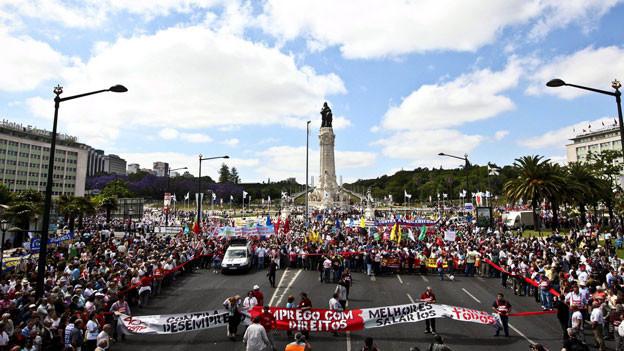 Tausende von Arbeitern protestierten in Lissabon im Mai 2011 gegen die Sparmassnahmen der Regierung.
