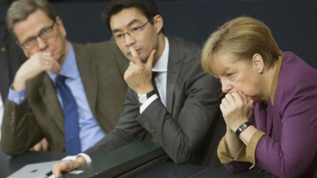 Sorgenfalten bei Westerwelle, Rösler und Merkel