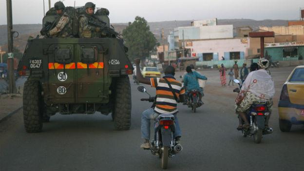 Bewohner von Bamako zeigt Unterstützung für französische Truppen