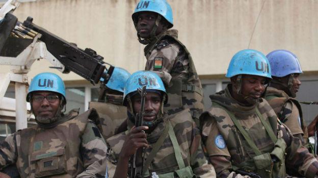 Blauhelmsoldaten aus Niger bereiten sich 2011 auf Einsatz in der Elfenbeinküste vor