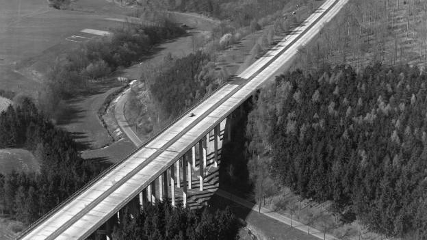 Gebaut dank Marshall-Plan: Autobahn in Deutschland 1952.