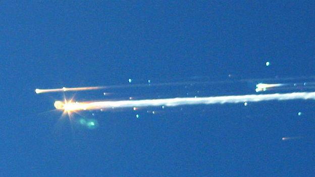 Das Space Shuttle verglüht.