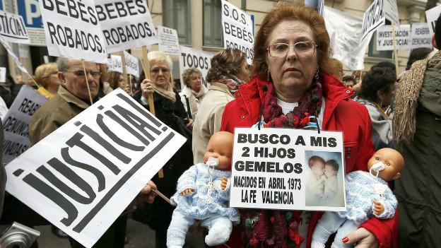 Auf der Sache nach ihren Zwillingen: Eine Frau bei einer Demo in Madrid Ende Januar 2013.