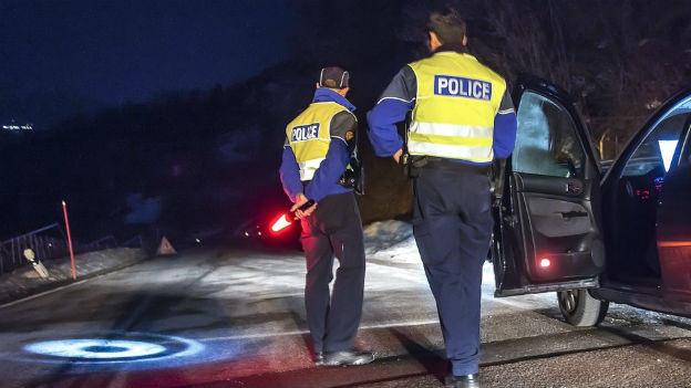 Polizei riegelt die Zufahrt nach Daillon ab.