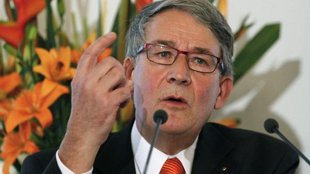 Urs Schwaller spricht am Parteitag der CVP in Luzern am 27. Oktober 2012.