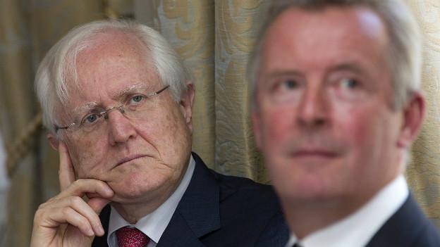 Michel Dérobert (l), Geschäftsleiter der Vereinigung Schweizer Privatbankiers, rechts im Bild der Präsident der Vereinigung, Nicolas Picte