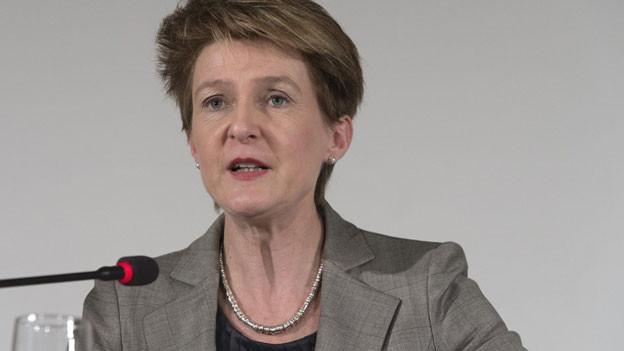 Bundesrätin Simonetta Sommaruga äussert sich zu den Beschlüssen, an einer Medienkonferenz nach der nationalen Asylkonferenz, am Montag, 21. Januar 2013 in Bern.