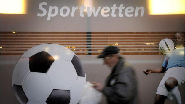 Ein Wettbüro in Berlin: Fast jedes Europäische Land hatte in den letzten Jahren einen Wettskandal.