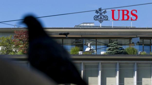 Das Logo der UBS am Paradeplatz in Zürich.