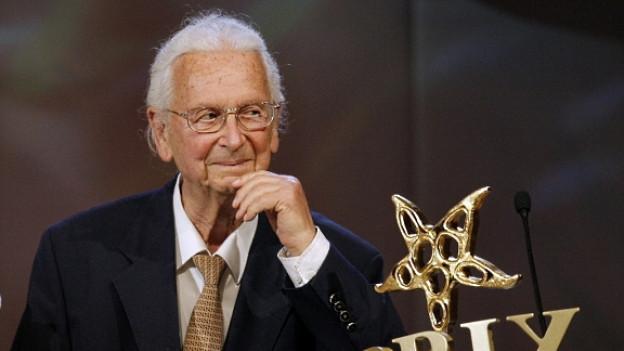 Am 22. April 2007 erhält Walter Roderer in Interlaken den Ehren Prix Walo.