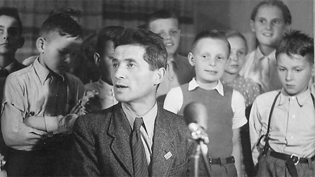 Carl Stemmler und Kinder in der Sendung «Kind und Tier».