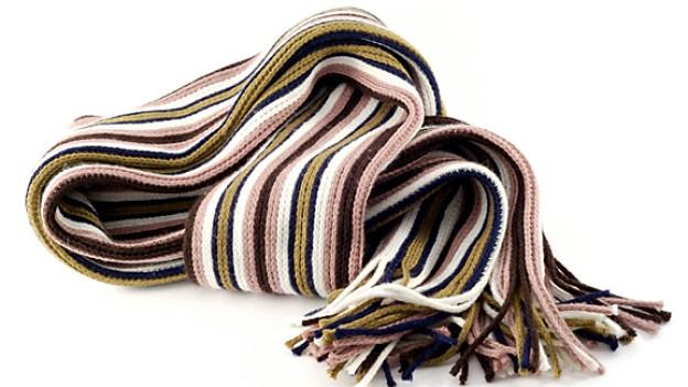 Ein langer gestrickter Schal ist schön, aber nicht praktisch.