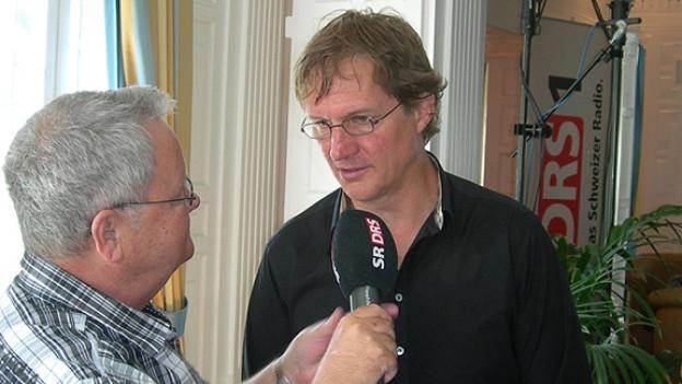 Jörg Stoller im Gespräch mit HC Davos-Trainer Arno del Curto.