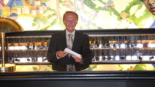 Hans Escher am Empfang vom Grandhotel Steigenberger Belvedere Davos.