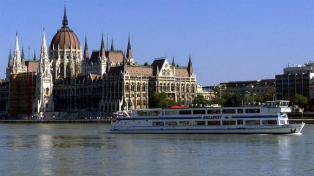 Die Donau führt duch manch bekannte Stadt: Wien, Belgrad, oder hier Budapest