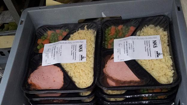 Gekocht, frisch abgepackt und kühl gelagert: Die Menüs vom Mahlzeiten-Dienst müssen zu Hause nur noch gewärmt werden.