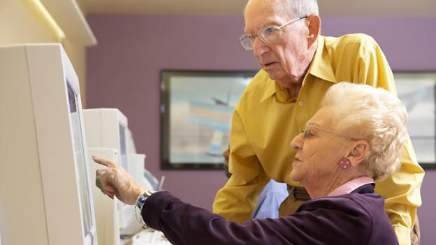 Dauerbrenner im Bildungsangebot für Seniorinnen und Senioren sind Sprach- und Computerkurse.