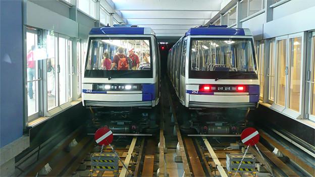 Zwei Züge der M2 an der U-Bahn-Station Ouchy.
