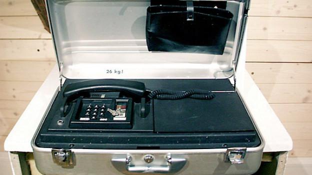 Natel, 26 kg schwer! Natel = Nationales Autotelefonnetz.