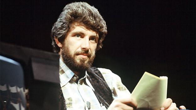 Henrik Rhyn 1975 als Moderator von «Achtung Super-8».