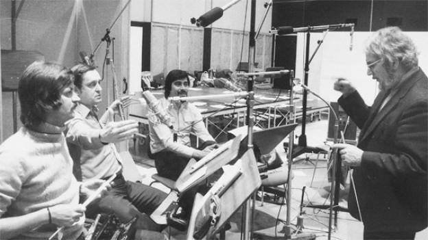 Paul Burkhard (r.) 1970 mit Hans Peters, Franz David und Fernando Vicencio (v.l.n.r.) vom Unterhaltungsorchester Beromünster.