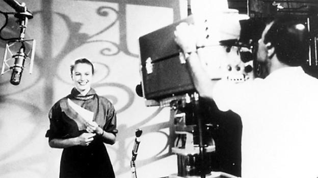 Erste Ansage von Rosmarie Burri in der ersten Sendung aus dem Studio Bellerive am 20. Juli 1953.