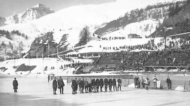 Mannschafts-Aufstellung im Eishockey an den Olympischen Winterspielen 1928 in St. Moritz.