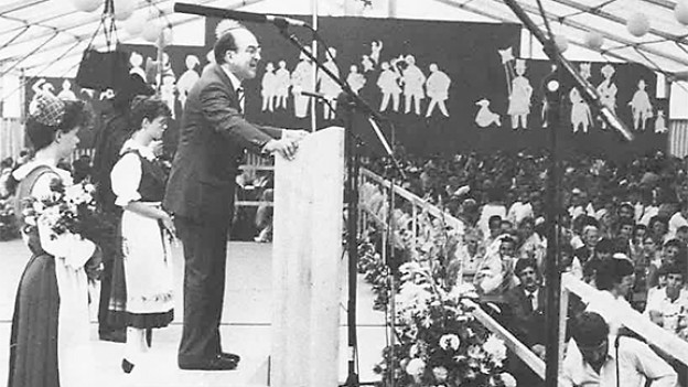 Festredner Kurt Furgler 1985 an der «Scuntrada dal peivel rumantsch».
