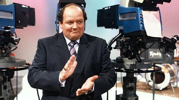 Bild aus früheren Zeiten. Sepp Trütsch umrahmt von Kameras.