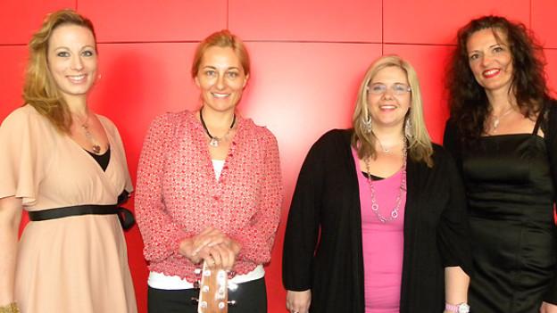 Eine von diesen vier Kandidatinnen wird mit Maja Brunner als Patin das Finale von «Alpenrose 2012» bestreiten: Sandra Chenaux, Jasmin Schreiber, Iris Ballabio und Franziska Zimmerli (v.l.n.r.).