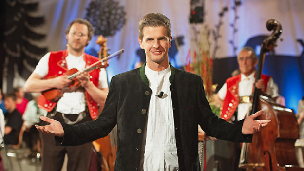 Hackbrettspieler Nicolas Senn moderiert am 25. August 2012 erstmals die Sendung «Potzmusig» im Samstag-Vorabendprogramm auf SF 1.