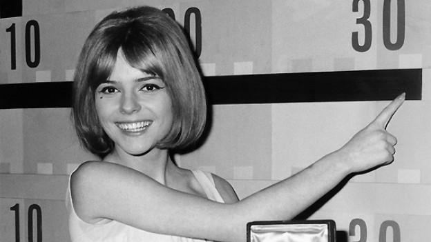 Die Luxemburgerin France Gall gewinnt am 20. März 1965 den Eurovision Song Contest in Neapel mit dem Lied «Poupee de Cire, Poupee de Son» von Serge Gainsbourg.