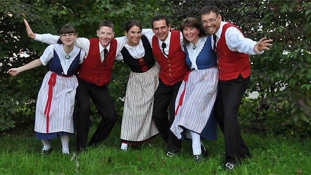 Klancanto ist eine von vier Thurgauer Formationen in der Livesendung «Zoogä-n-am Boogä» aus Frauenfeld. Neben Jodelliedern, die zu sechst gesungen werden, erklingen zur Abwechslung auch Lieder im Solo, Duett oder Terzett.