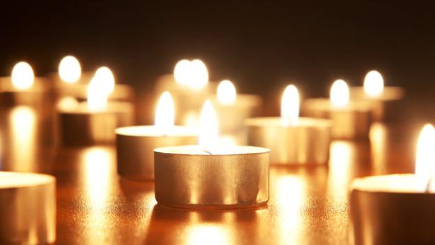 Alte oder gekühlte Kerzen sollen länger brennen.