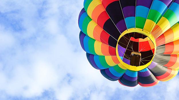 Chancen und Risiken der kommenden Woche vergleicht Astrologin Bettina Bettini sinnbildlich mit einer Ballonfahrt: Ballast abwerfen, dabei aber Mitgefühl und Menschlichkeit unbedingt im Korb lassen.