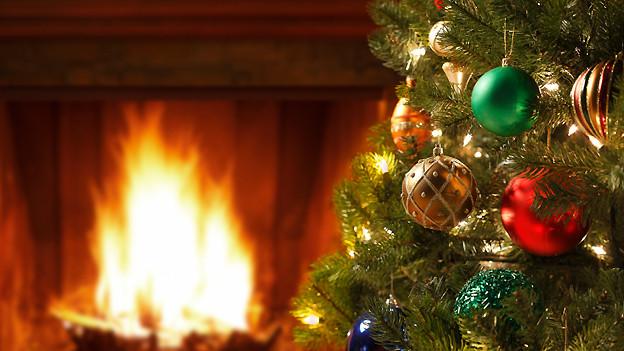 Der «immergrüne» Tannenbaum, geschmückt mit Weihnachtskugeln.