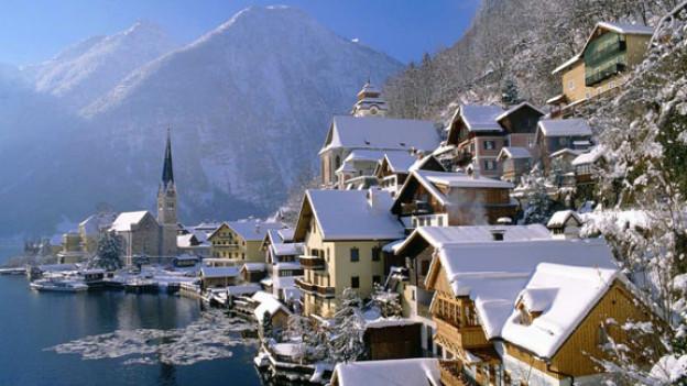 Kleines Dorf im Winter: Hallstatt im Salzkammergut